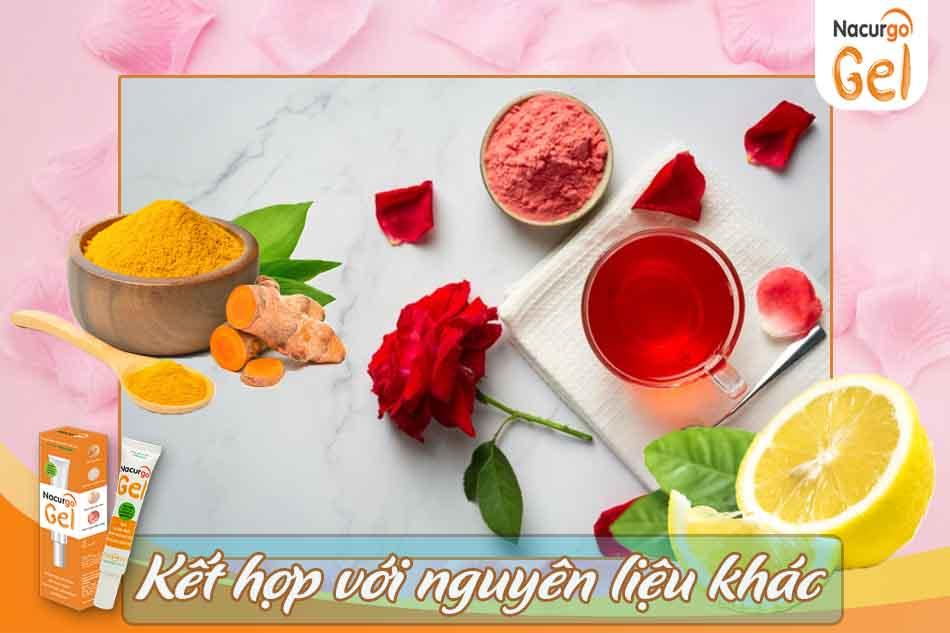 Dùng nước hoa hồng và nguyên liệu khác để trị mụn đầu đen