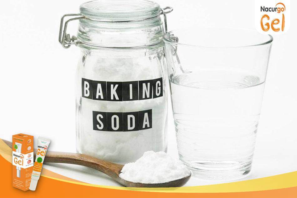 Trị sẹo đơn giản bằng Baking soda và nước ấm