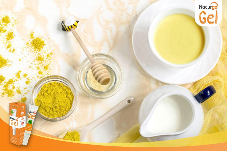 Trị mụn trứng cá bằng sữa ong chúa và tinh bột nghệ
